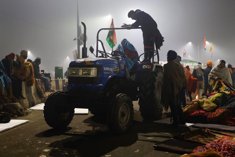 Farmers arrive with blankets and mattresses for others at the site of a protest against farm laws at Ghaziabad, India on Jan. 29, 2021. (Photo: Reuters/Danish Siddiqui)
