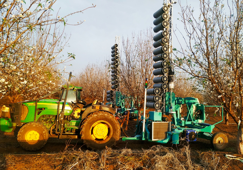 The 2B mechanical pollination unit, produced by Israeli start-up Edete.